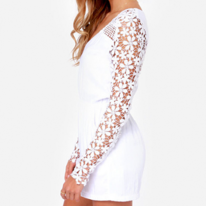 Sexy lace long-sleeved V-neck piece..